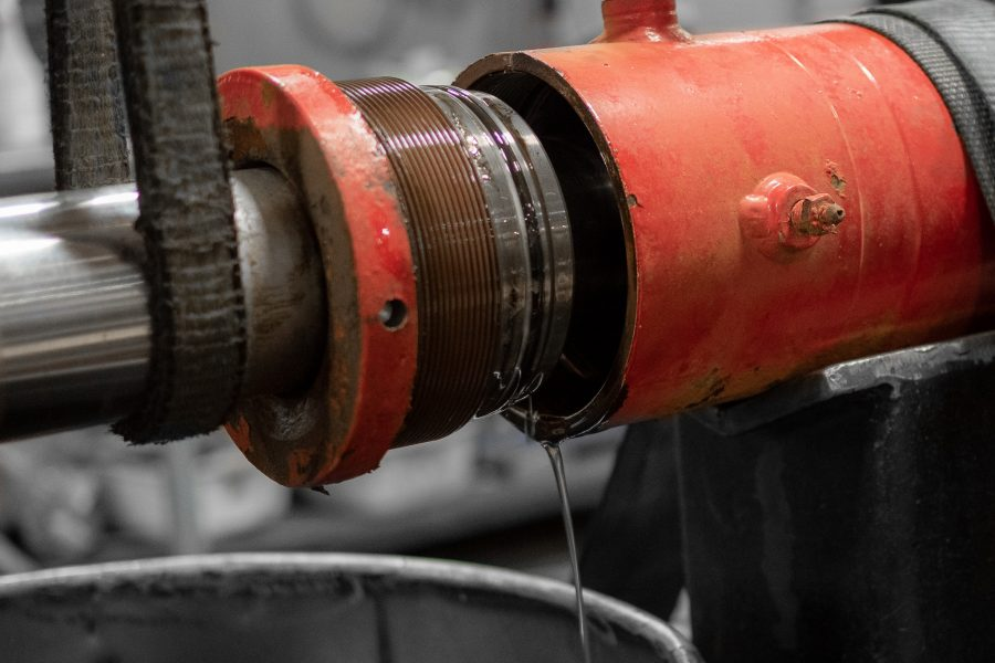 Hydraulic Cylinder Service Repair Gland Barrel Cracked